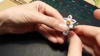 getlinkyoutube.com-How to make a narcissus/daffodil paper flower using Quilling techniques