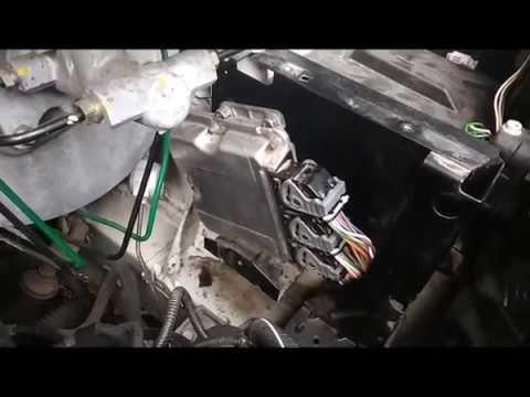 Nissan Primastar F9Q 1 9 DCI 2003 Снятие блока управлением двигателя