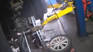 getlinkyoutube.com-VW A5T: Tiguan front brake pads & rotors