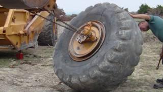 getlinkyoutube.com-HOW TO REMOVE LARGE TIRE OFF SCRAPER