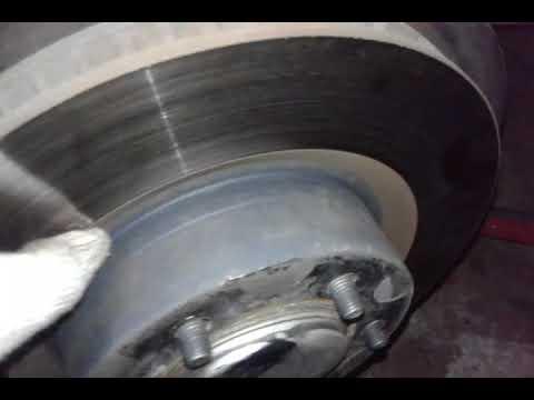 Где находятся задние тормозные диски в Тайота Авенсис