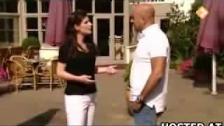 getlinkyoutube.com-Female Reporter Poops Her Pants During Interview