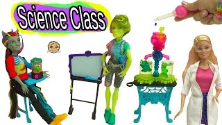 getlinkyoutube.com-Science Class with Monster High Students + Teacher Barbie Doll with Color Change Experiment