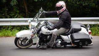 getlinkyoutube.com-Harley Davidson Road King Classic Test & Fahreindrücke