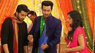 getlinkyoutube.com-Kuch Toh Hai Tere Mere Darmiyan | Koyal,Madee & Raj Play Dandiya In Navratri Utsav