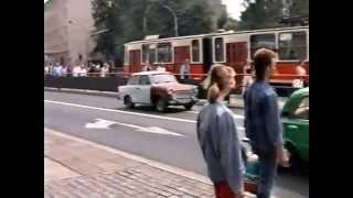 getlinkyoutube.com-East Berlin Trabants & other classic cars 1989