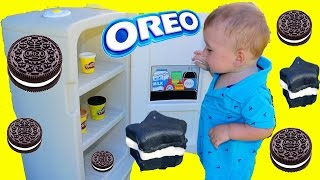 getlinkyoutube.com-GIANT PLAY KITCHEN Cooking with Baby Eli Make PLAY-DOH Oreo Cookies Pretend Play
