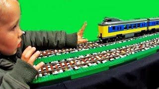 getlinkyoutube.com-LEGO CITY with auto reverse lego train