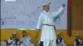 getlinkyoutube.com-unique Hunza dance performance!!