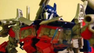 getlinkyoutube.com-Optimus Prime ROTF (stop-motion)