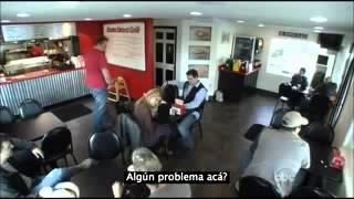 getlinkyoutube.com-Es Abusada En Público Por Su Marido La Reacción De La Gente Es Simplemente ASOMBROSA