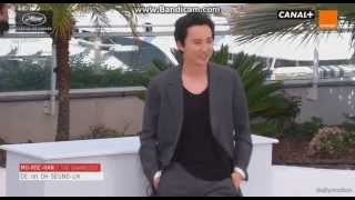 getlinkyoutube.com-Kim Nam Gil & Jeon Do Yeon - Cannes photocall /The Shameless/ by OH-Seung-uk