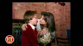 getlinkyoutube.com-Demi Moore Passionately Kissing Boy (Full Video)