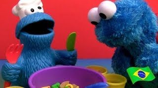 getlinkyoutube.com-PLAY DOH Sopa de Letrinhas ABC do Monstro Come-Come Play-Doh Cookie Monster Letter Lunch Playset