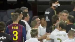 getlinkyoutube.com-Fcb vs Rma 3-2 Ozil vs villa انفعال أوزيل على فيا بعد سبه للإسلام