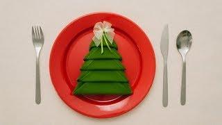 Novogodišnja dekoracija za sto - uputstvo kako da savijete salvetu u obliku novogodišnje jelke