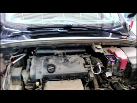 Замена масла в двигателе и фильтров Peugeot 408 1,6 Пежо 408 2012 года
