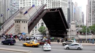 N. Michigan Avenue - Du Sable Bridge - Chicago Downtown