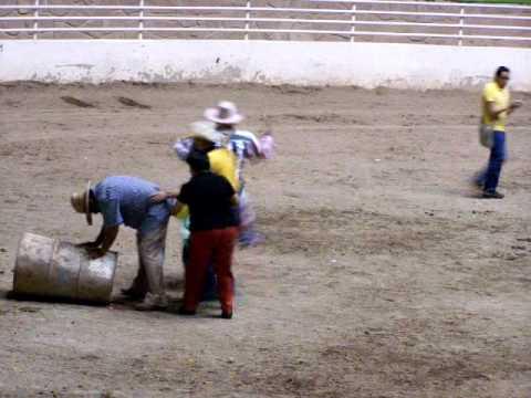 Zacatecas Payaso de rodeo le da un llegue
