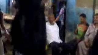 رقص بلدى فى الشارع ستات كبيره وجامده رووووووعه بالعبايات السوده