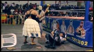 getlinkyoutube.com-Bolivian Cholita Women's Wrestling