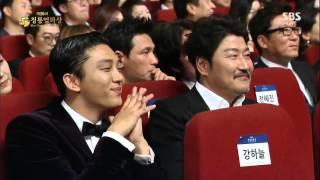 getlinkyoutube.com-제 36회 청룡영화제 여우조연상 전혜진 수상소감(feat. 이선균)