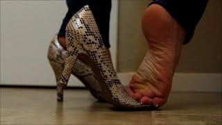 getlinkyoutube.com-Dangling & Shoeplay: Standiste Dipping in High Heels