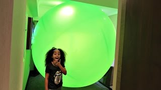 getlinkyoutube.com-Giant Balloon Stuck In Our Hotel Room - Num Noms - Chupa Chups - Surprise Toy Opening