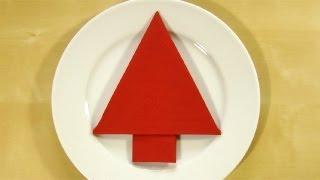 getlinkyoutube.com-Servietten falten Weihnachten: Weihnachtsbaum - Tischdeko Weihnachten