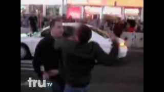 getlinkyoutube.com-1 Guy Fights and Beats 3 Guys For Hitting His Wife In Time Square