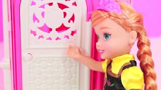 getlinkyoutube.com-Frozen Do You Want To Build A Snowman Parody Young Elsa Anna Kids Barbie Clubhouse AllToyCollector