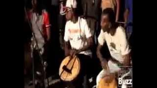 Cours de percussion de PETIT DENIS a LeMix Bar de Bamako