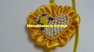 getlinkyoutube.com-Moño corazon  para el cabello decorado con perlas y petalos kanzashi