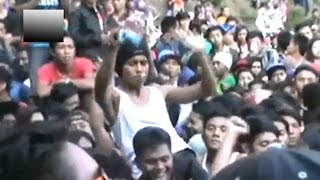 getlinkyoutube.com-Konser dangdut berubah menjadi rusuh, November 2014