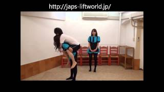 getlinkyoutube.com-Two japanese girls lift and carry.