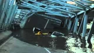 getlinkyoutube.com-Runtuhnya Jembatan Kutai Kartanegara (THE LAMARDI).MP4