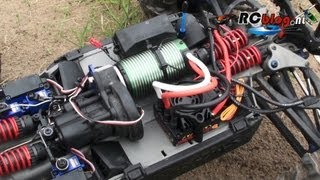 Castle Creations Mamba Monster 2 in Traxxas Summit video review (NL)