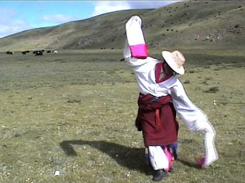 Khampa Dance Local pepole from Dzogchen in Tibet