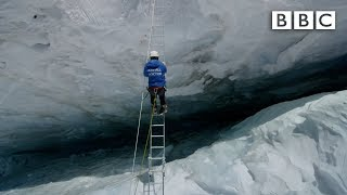 getlinkyoutube.com-Crossing Everest's deadly slopes: Earth's Natural Wonders: Living on the Edge  - BBC One