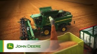 John Deere S-Series Combines - Field impression, Video 1