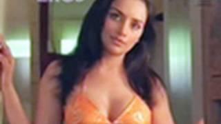 getlinkyoutube.com-Hot n sexy Shweta Menon in swimsuit - Naan Avan Illai 2