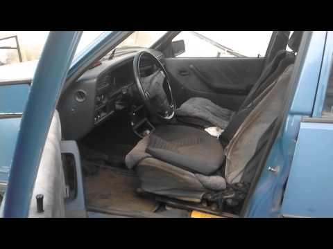 Где в Pontiac Lemans находится сальник двигателя