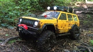 Axial SCX10 Jeep Cherokee - Muddy Forest Trail