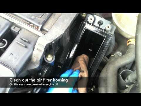 Servicing Renault Clio