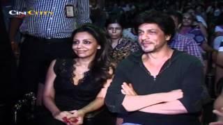 getlinkyoutube.com-Suhana Khan performs as SRK and Gauri watch!