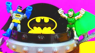 getlinkyoutube.com-Imaginext Warrior Ninjas and Playskool Doctor Doom try to capture Batman at  Batcave