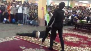 getlinkyoutube.com-Khmer Girl Fighting with 3 Body Guard
