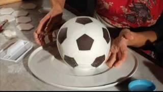 getlinkyoutube.com-Le torte di Toni. La palla da calcio. Gambero Rosso Channel. Parte 2/2