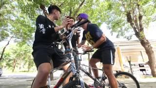 getlinkyoutube.com-Adrenaline คนติดมัน  : ลีซอ-ต๊อบซ่า เพื่อนรักหักเหลี่ยมโหด ท้าดวลแข่งจักรยานสองล้อ 22 ต.ค. 57  (2/3)