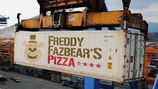 getlinkyoutube.com-Five Nights at Freddy's The Movie?! | Freddy Fazbear's Shipping Containers!